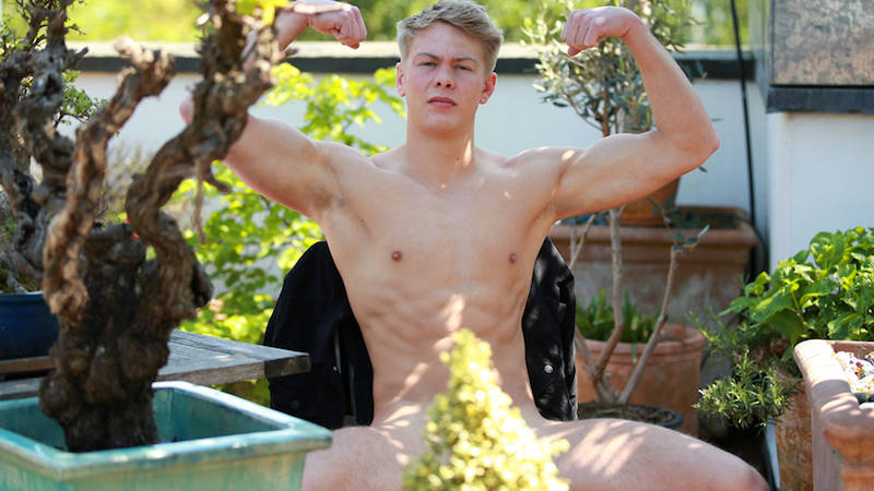 Straight jock boy wanking in the sun for Englishlads